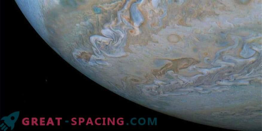 Dolphin în norii lui Jupiter