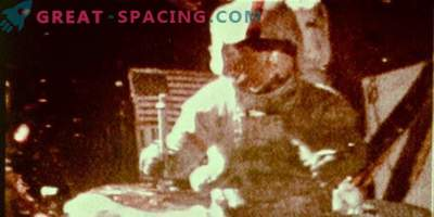 What experiment did Apollo 15 astronauts conduct on the moon