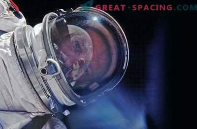 J.L. Pickering presentó un nuevo libro de fotos espaciales
